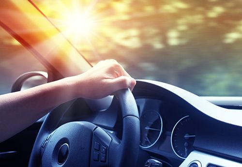 thời tiết nắng nóng ảnh hưởng rất nhiều đến chiếc ô tô